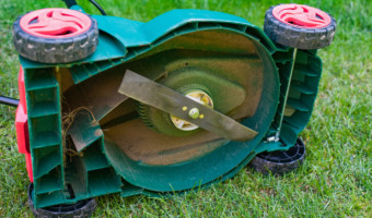 How to sharpen lawn mower blades